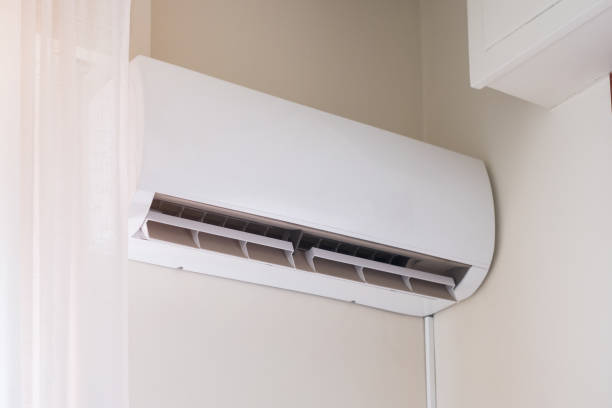 Air conditioner mounted on the room wall for refreshing against summer heat - foto stock