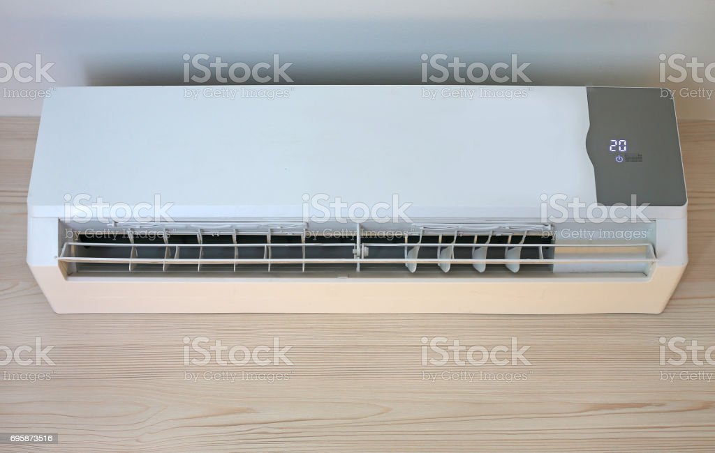 Acondicionador de aire en la pared. - foto de stock