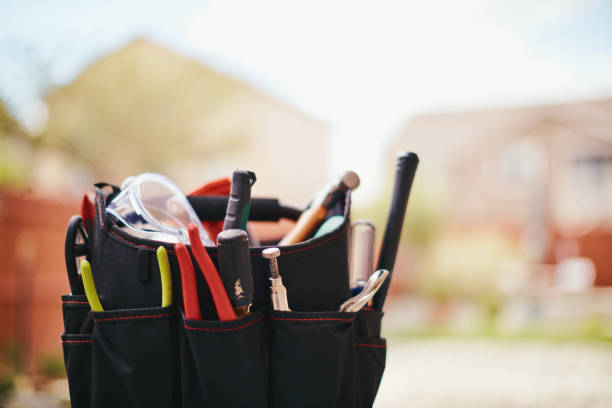Klimaanlage mit Wartungs-Tools in Wohn Hinterhof – Foto