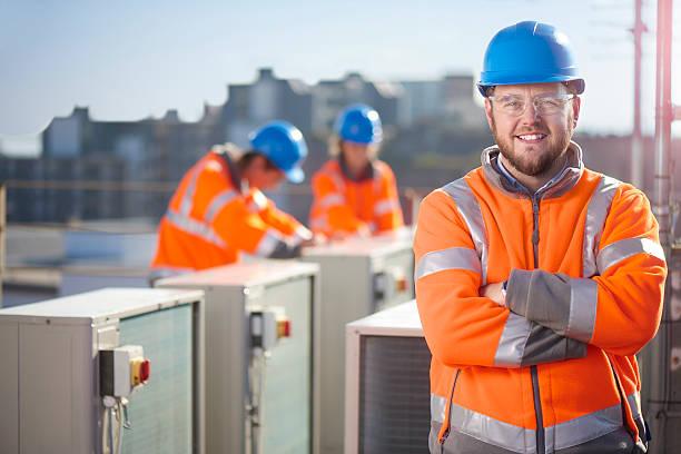 klimatyzacja inżynier portret - kask ochronny odzież ochronna zdjęcia i obrazy z banku zdjęć