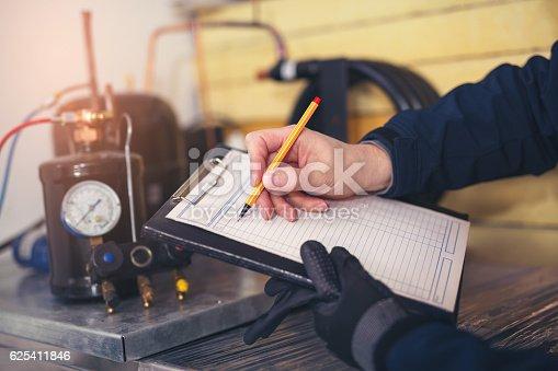 istock Air conditioning master entering malfunction 625411846