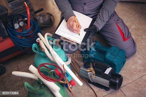 istock Air conditioning master entering malfunction 625413064