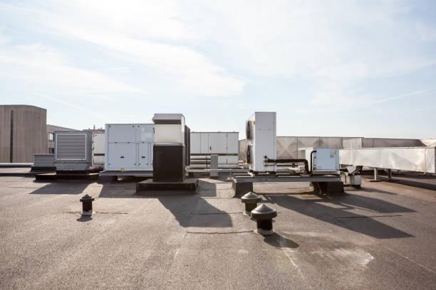 luftkanäle auf dem dach - konsum stock-fotos und bilder