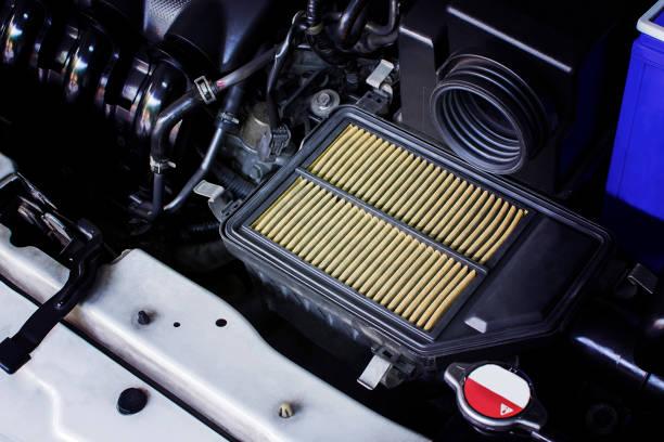 luftfilter in einem auto. - luftfilter stock-fotos und bilder