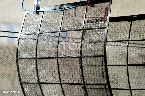 istock Air filter walls are cleaned by cleansing. 1045728120
