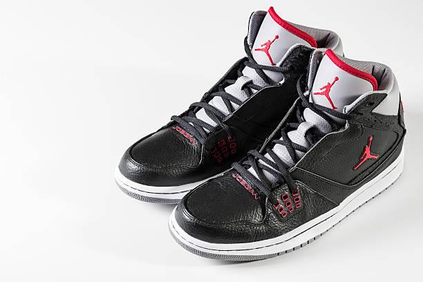 air jordans - nike sneaker weiß stock-fotos und bilder