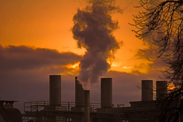 Luftverschmutzung und Roter Himmel – Foto