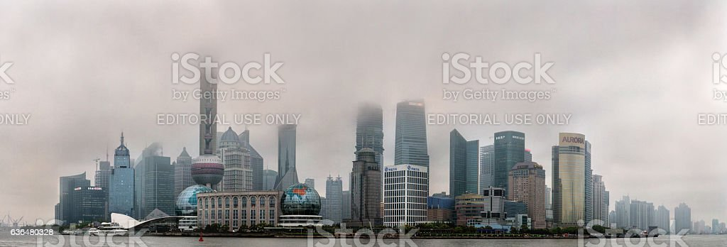Air Pollution in Shanghai China Buildings are shrouded in smog. Lizenzfreies stock-foto