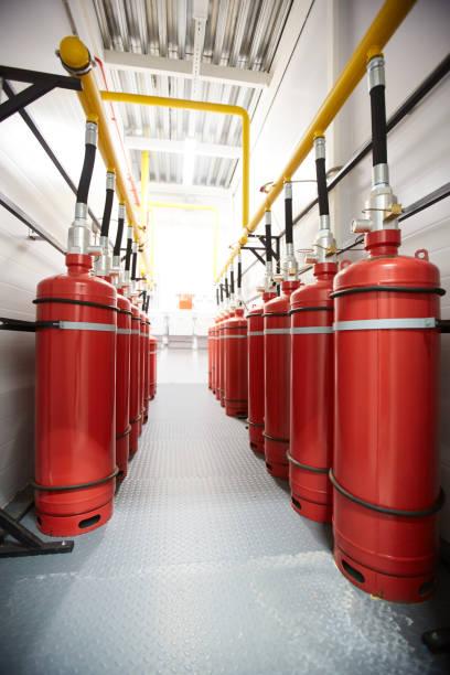 lucht tanks in de industrie kamer - exploitatie stockfoto's en -beelden