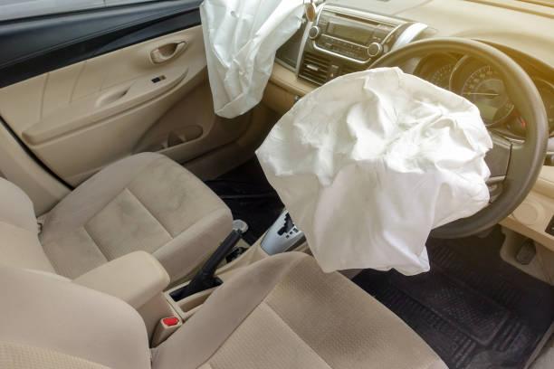 Airbag Explosion beschädigt – Foto