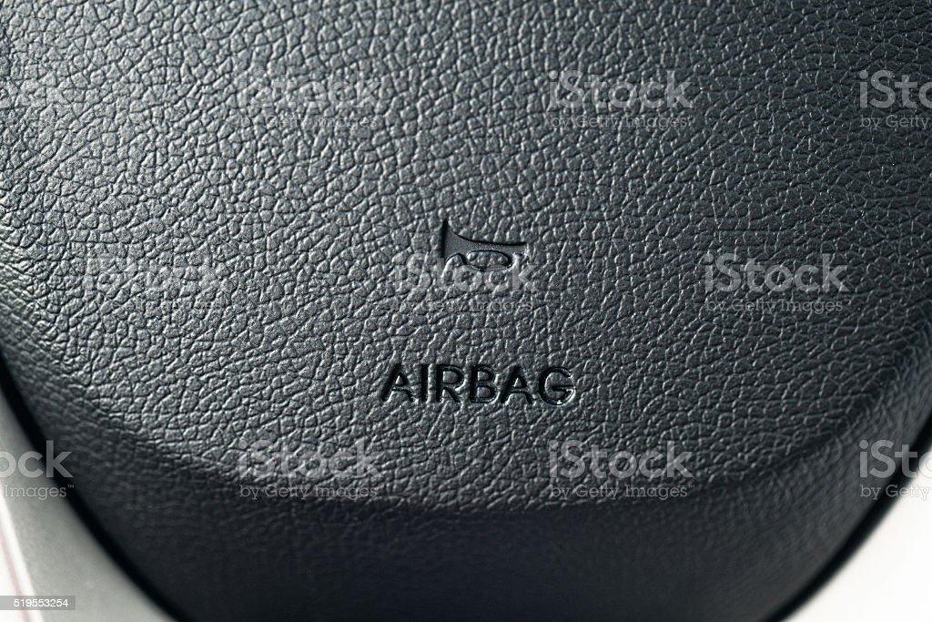 Bolsa de aire en el volante del automóvil - foto de stock
