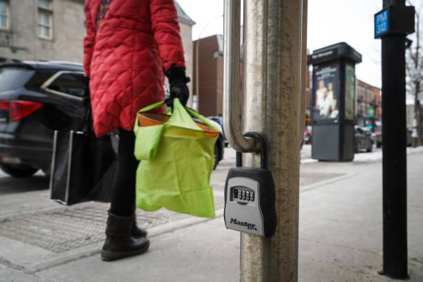 Airbnb caja fuerte en propiedad pública, Montreal - foto de stock