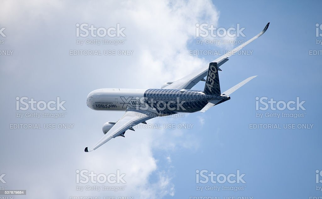 Airbus A 350-900 Vol sur avion de l'aéroport - Photo