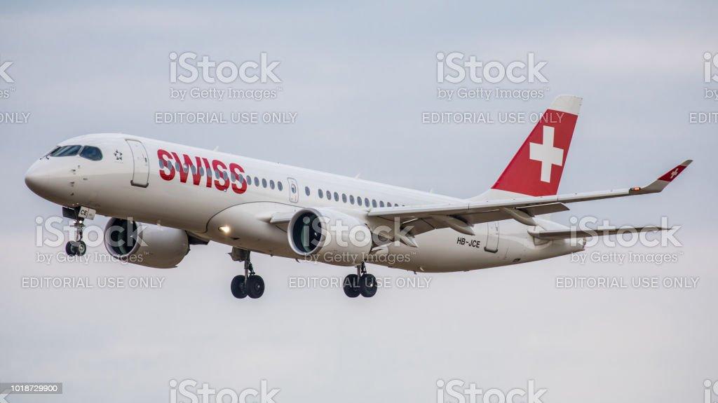 Airbus A220-300 Swiss International Airlines landet am Flughafen Zürich – Foto