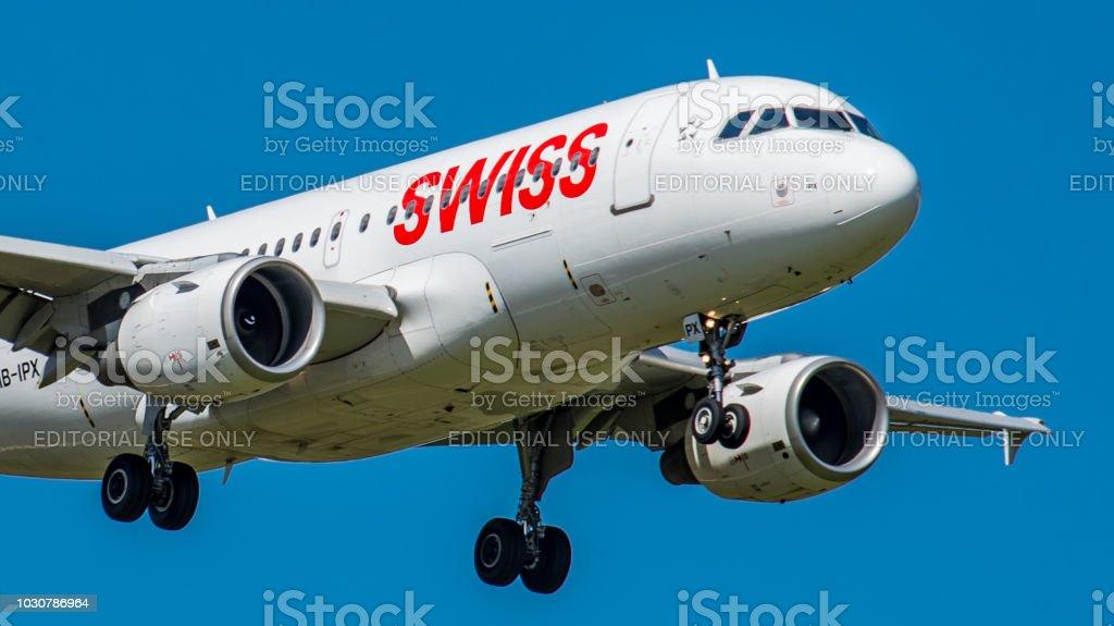 Airbus A319-100 Swiss International Airlines landet am Flughafen Zürich – Foto
