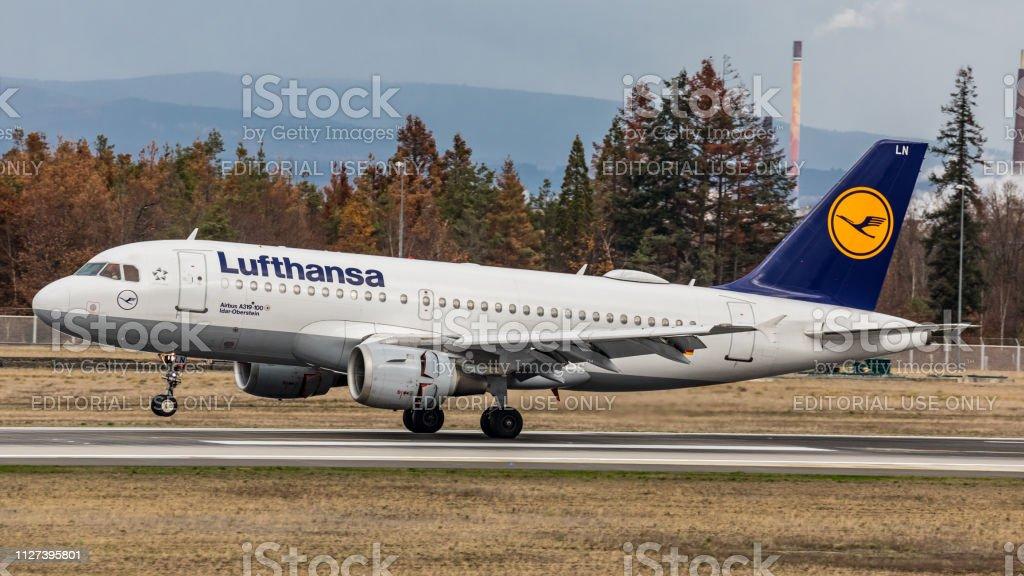 Airbus A319-114 landet auf dem Flughafen Frankfurt Am Main – Foto