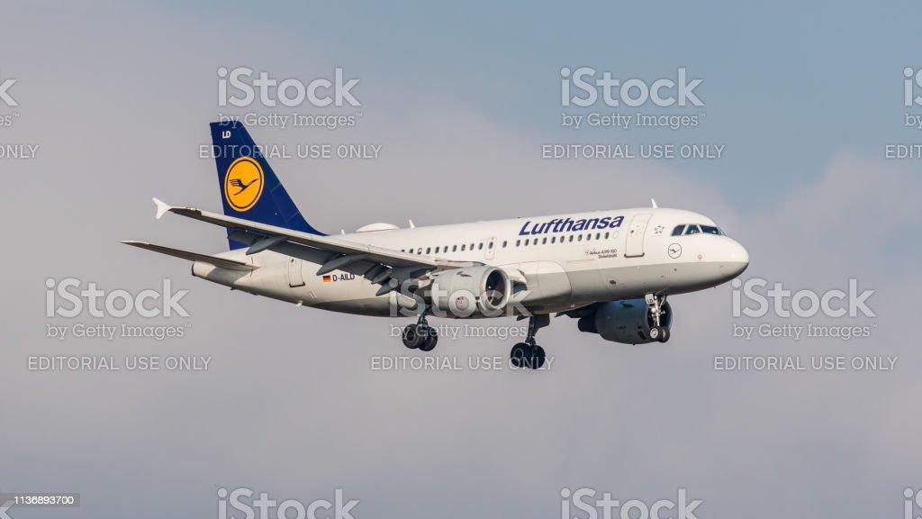 Airbus A319-114 Lufthansa landet am Flughafen Zürich – Foto