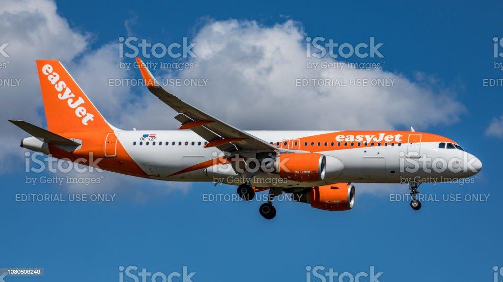 Airbus A320 EasyJet landet am Flughafen Zürich – Foto