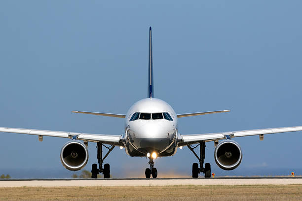 Airbus A320 preparing to take off – Foto