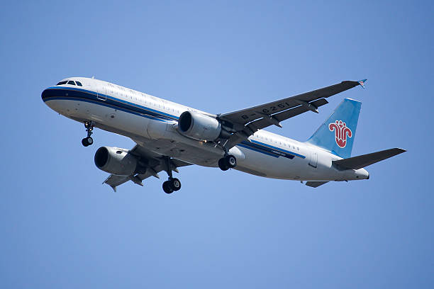 b-6251 airbus a320-200 of china southern airline - south stock pictures, royalty-free photos & images