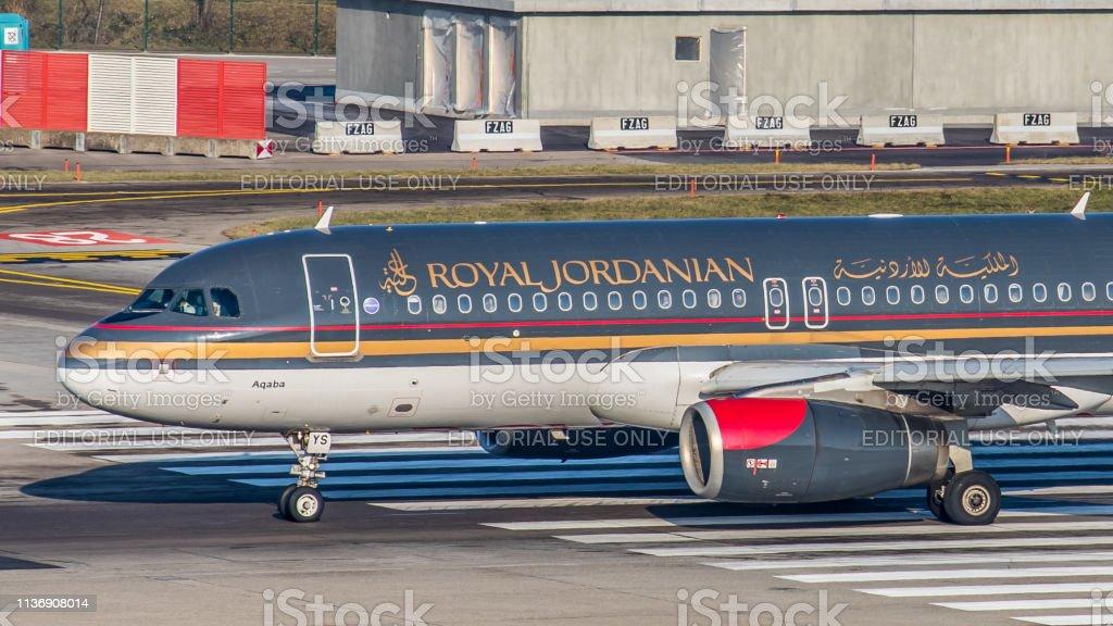 Airbus A320-232 Royal Jordanians Airlines ist startbereit – Foto