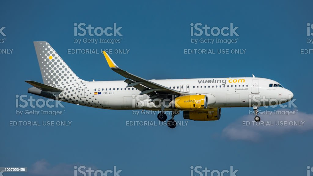 Airbus A320-232 Vueling Airlines landet am Flughafen Zürich – Foto