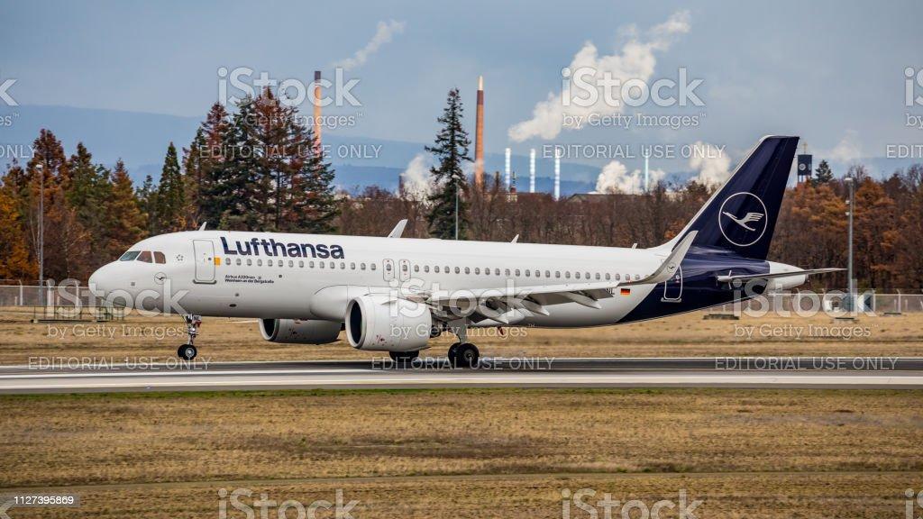 Airbus A320Neo Lufthansa landet am Flughafen Frankfurt Am Main – Foto