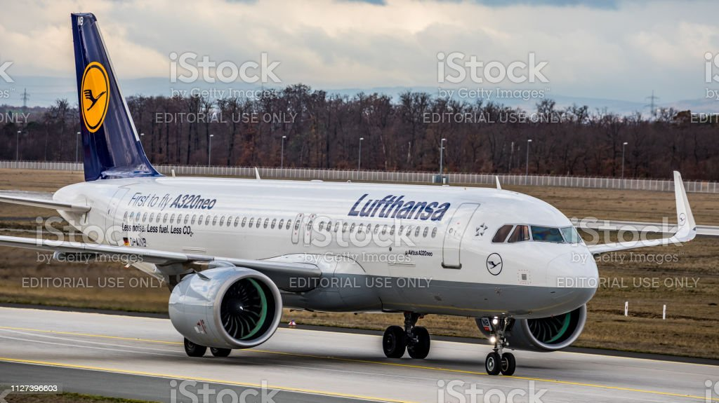 Lufthansa Airbus A320Neo rollt zum Gate am Flughafen Frankfurt Am Main – Foto