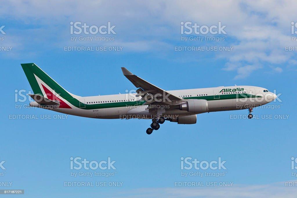 Airbus A330 Alitalia landes all'Aeroporto JFK - foto stock