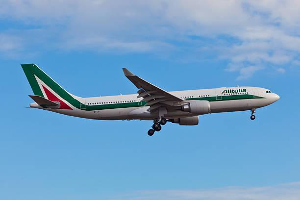Airbus A330 da Alitalia landes no aeroporto JFK - foto de acervo