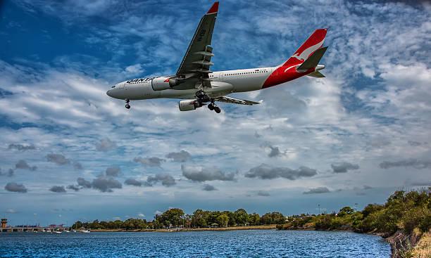 a-330 qantas airbus - qantas foto e immagini stock