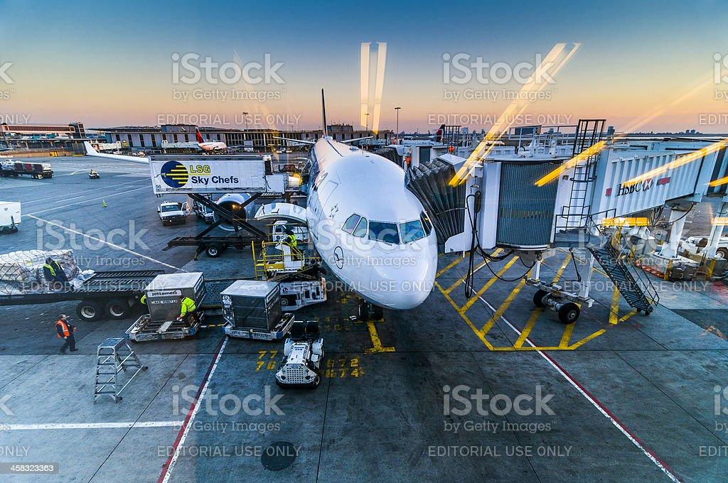 Airbus a 330-300 en el Aeropuerto Internacional JFK - foto de stock