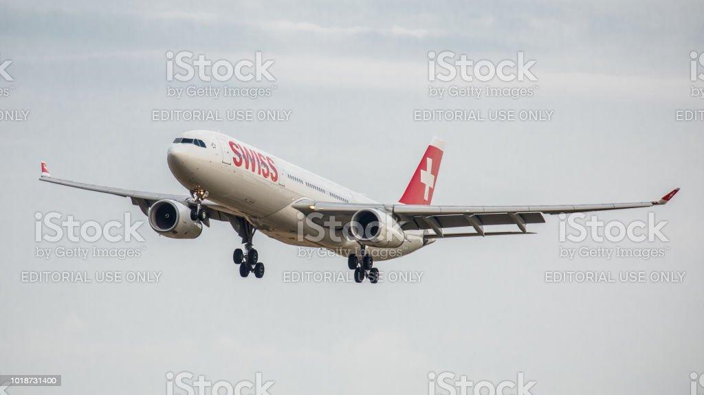 Airbus A330-343 X Swiss International Airlines landet in Zürich-Kloten – Foto