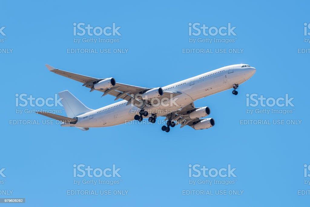 エアバス A340 300 機の着陸 - エアバスのストックフォトや画像を多数 ...