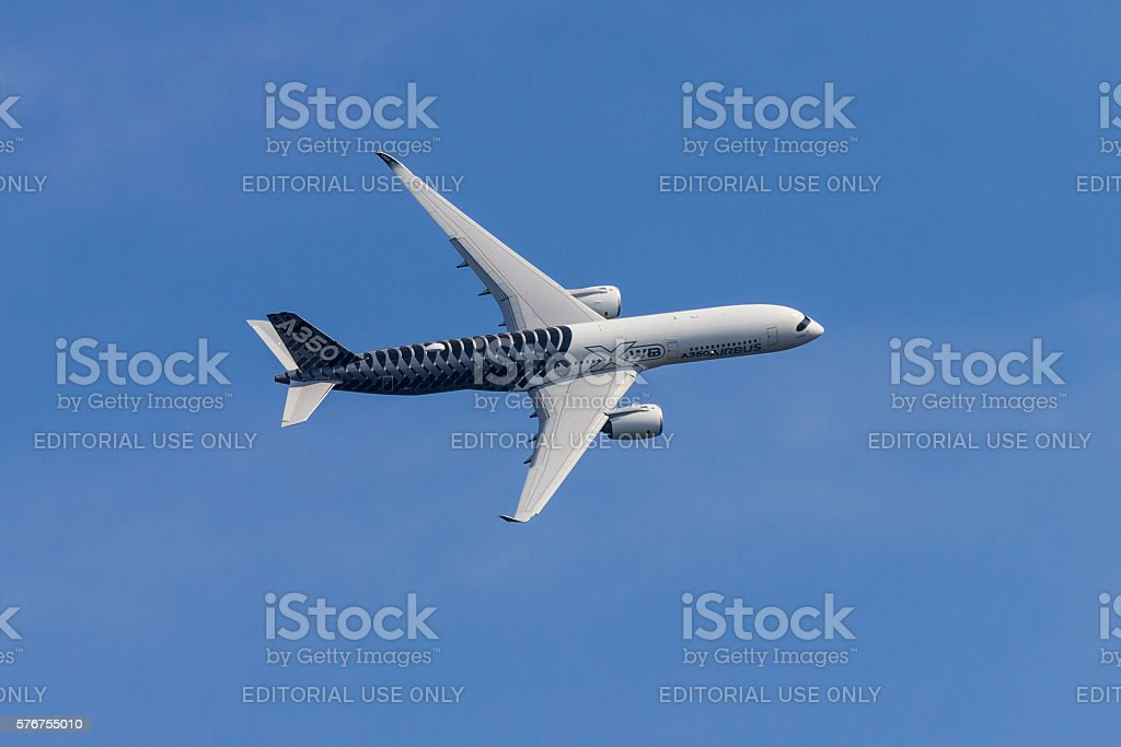 Airbus A350 at Berlin Schoenefeld Airport - in Flight - foto stock