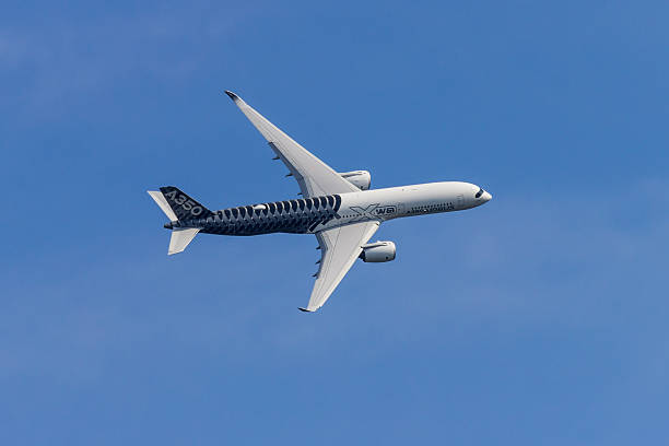 Airbus A350 at Berlin Schoenefeld Airport - in Flight - foto stock