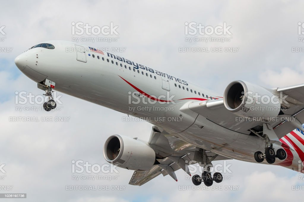 Airbus A350 Malaysia Airlines landing - foto stock