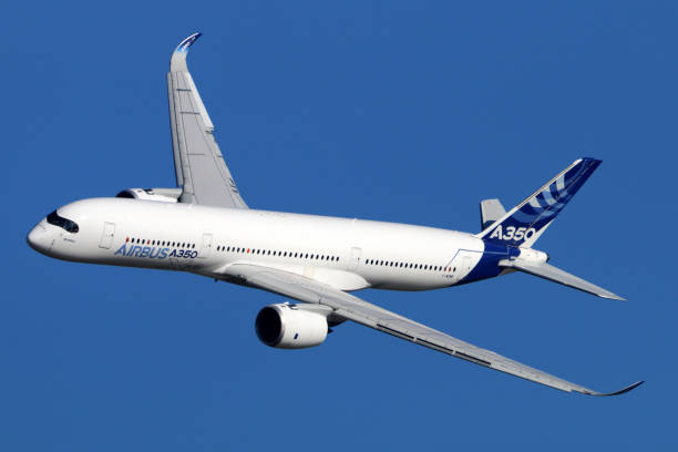 Airbus A350 perfoming demonstration flight in Zhukovsky during MAKS-2015 airshow. - foto stock