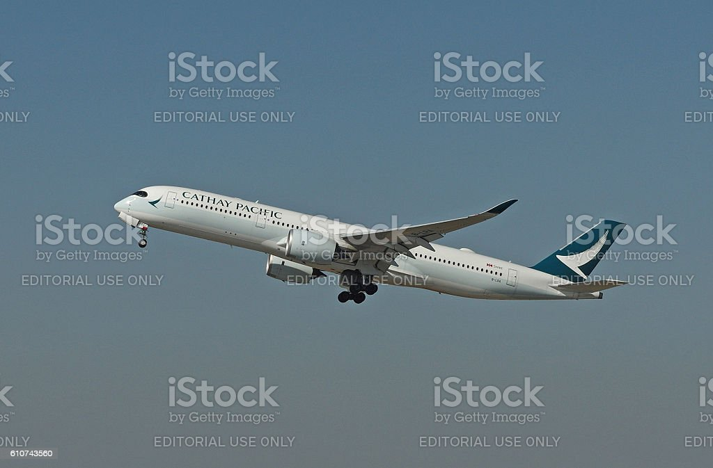 Airbus A350-941 of Cathay Pacific while take-off - foto stock