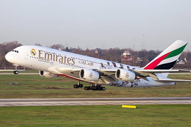 airbus a380 emirates - nrw ticket stock-fotos und bilder