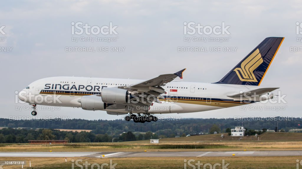 Airbus A380-800 Singapore Airlines landet am Flughafen Zürich – Foto