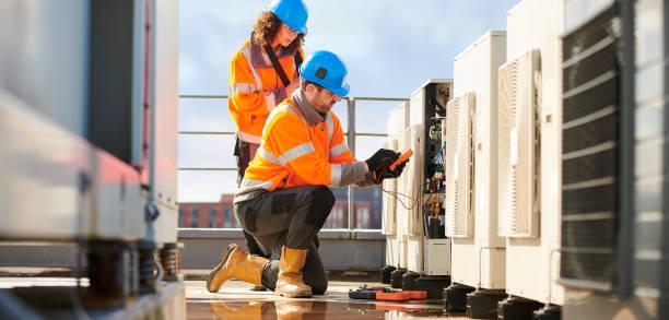 ingenieros de aire acondicionado - compresor motor fotografías e imágenes de stock