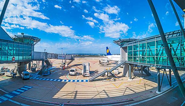 Flugzeuge am Flughafen Marseille – Foto