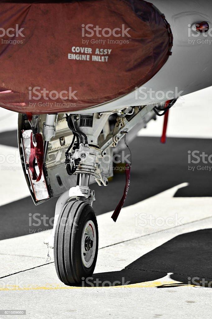 F16 aircraft detail with landing gear photo libre de droits