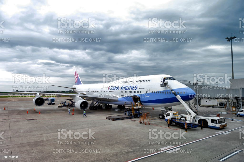 Aircraft ground handling of a China Airlines Boeing 747-400 at Taiwan Taoyuan International Airport stock photo