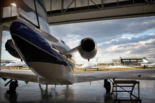 Flugzeuge im hangar – Foto
