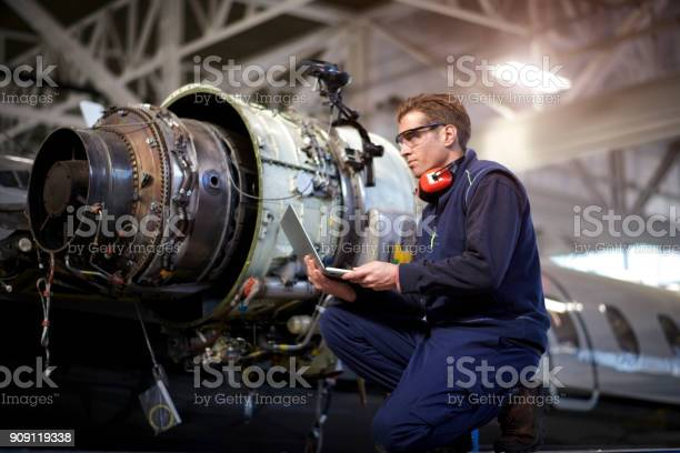 Aircraft mechanic in the hangar picture id909119338?b=1&k=6&m=909119338&s=612x612&h=eix5d7ldo niy6axp3pwpetv7pd kpfnbeexykvqqgq=