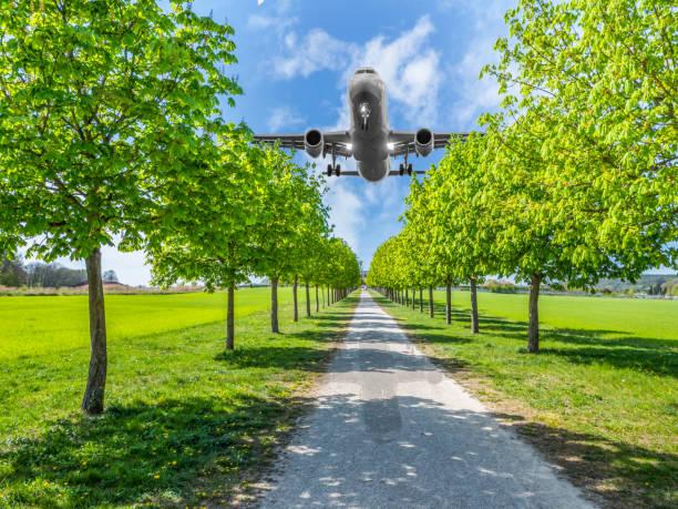 Fluglärm über dem Park Wohngebiet – Foto