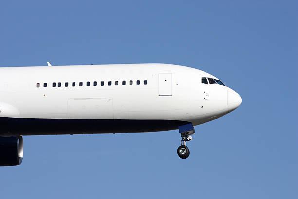 flugzeuge nose - b767 stock-fotos und bilder
