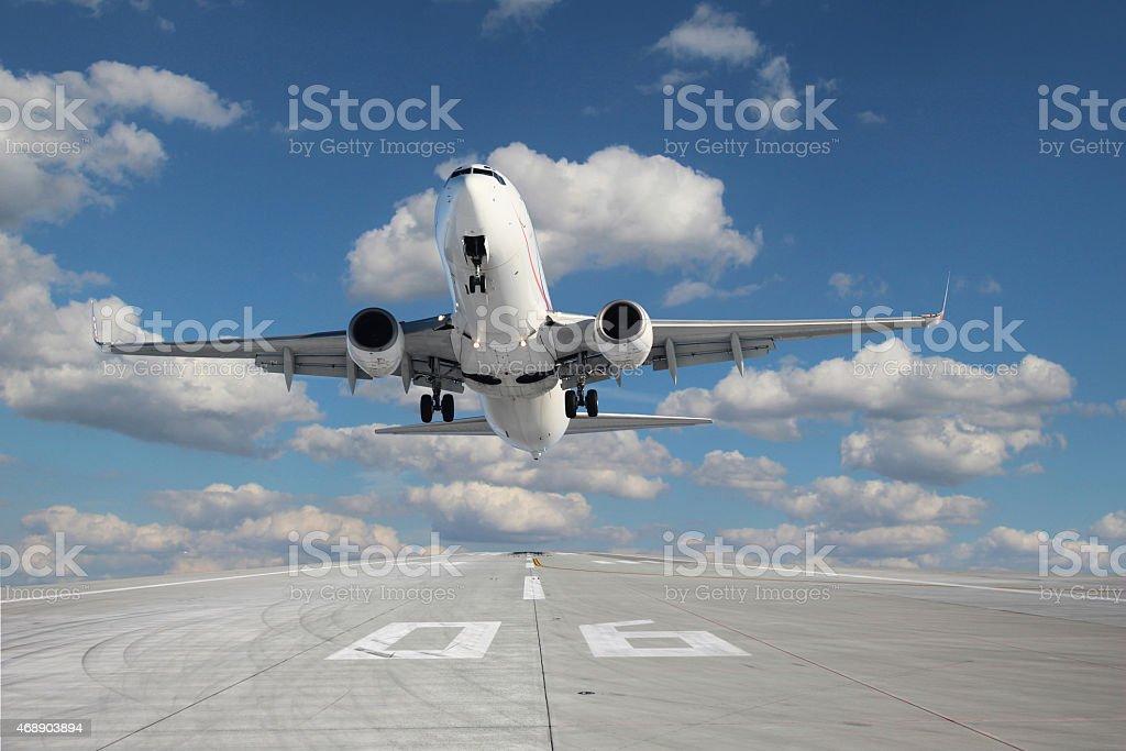 Aeronaves decolando - foto de acervo